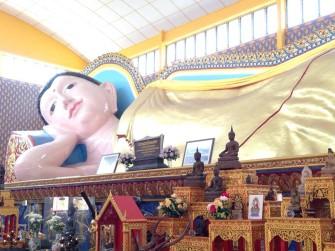ペナン島の世界で3番目に大きい寝釈迦仏