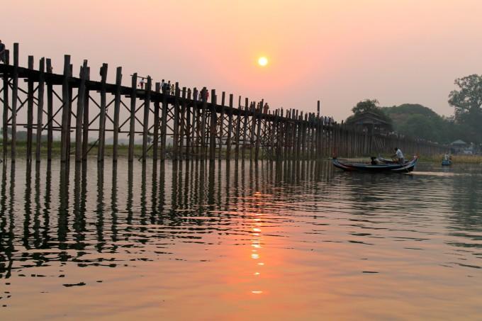 ミャンマーで夕陽を見るならここ!アマラプラのウーベイン橋