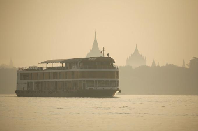 Sailing_Bagan_Dusk2
