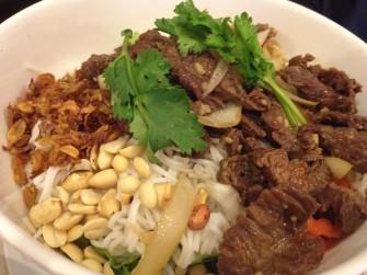 シンガポールで本格ベトナム料理を「Yummy Viet」