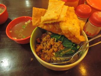 小腹が空いたら食べてみたい 定番麺料理「ミー アヤム」