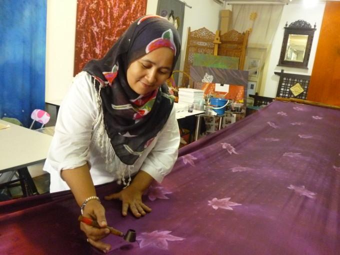 バティック体験をしてみよう!「Rozana's Batik」