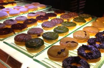 ふわふわの生地に甘〜いクリーム!ジャカルタで人気のドーナッツ屋さん