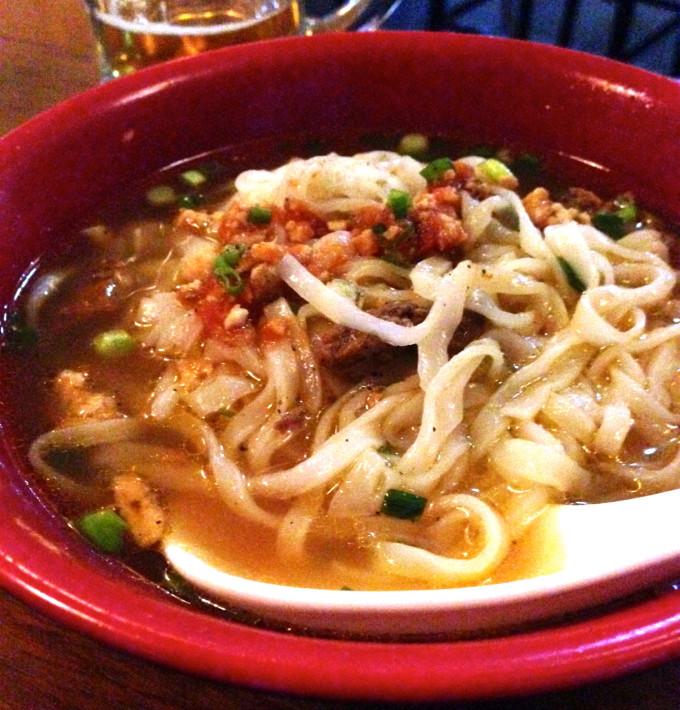 地方色豊かな料理を楽しんでみよう!米麺を使った「シャンヌードル」