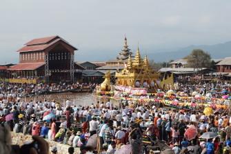 ミャンマーで最も有名な祭!インレー湖の「筏(いかだ)祭り」