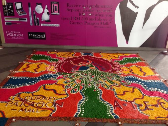 お米を使ったカラフルなアートで祝う、光の祭典『ディパバリ』