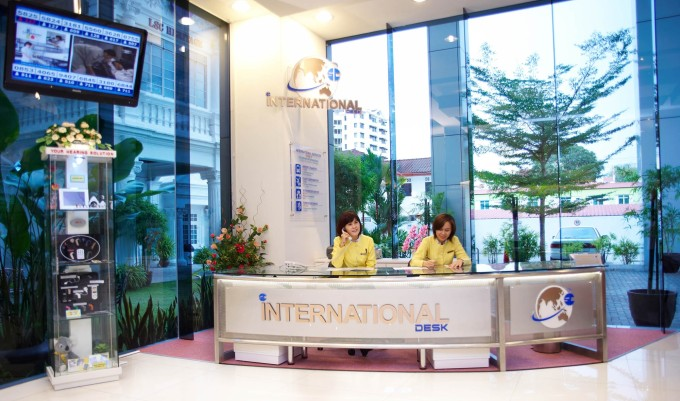 international desk 2