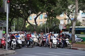 ホーチミン市民の移動手段「バイクタクシー」