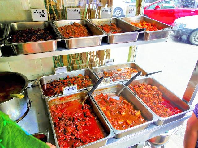ミャンマーで最もポピュラーな料理「ミャンマーカレー」