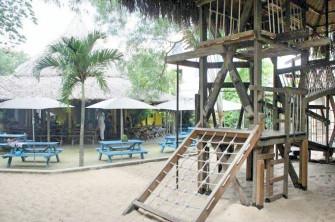 木造遊具&砂場があるオープンカフェ「the Snap Café」