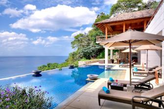 別荘感覚で滞在!プーケット島で海を一望できる豪華ヴィラに泊まろう