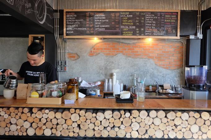 コーヒーの味に隠れる壮大な故郷の物語。チェンマイの人気店「Aka Ama Coffee」