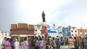 コラートで「タオ・スラナリ像」にお参りしよう!