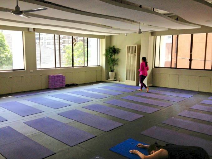 マニラで日本語ヨガレッスンを受けられるスタジオ「Yoga +」