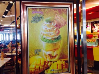 マンゴーの季節到来!タイ人が行列をつくる、期間限定「もち米入りマンゴーパフェ」とは?