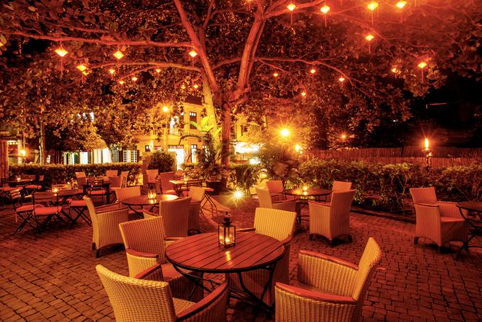 56175807-H1-Heritage_Bar_Courtyard