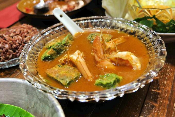 バンコクの地元人気店でタイ料理を楽しむ