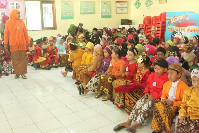 インドネシア民族衣装のチビッ子が集合!