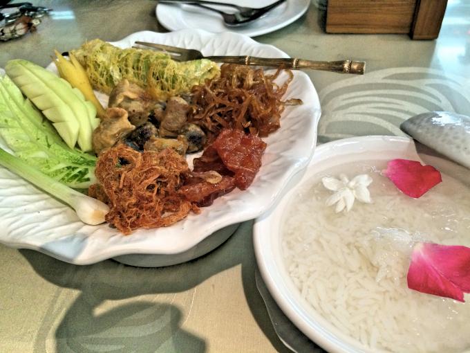 バンコクの冷たいタイ料理「カオチェー」