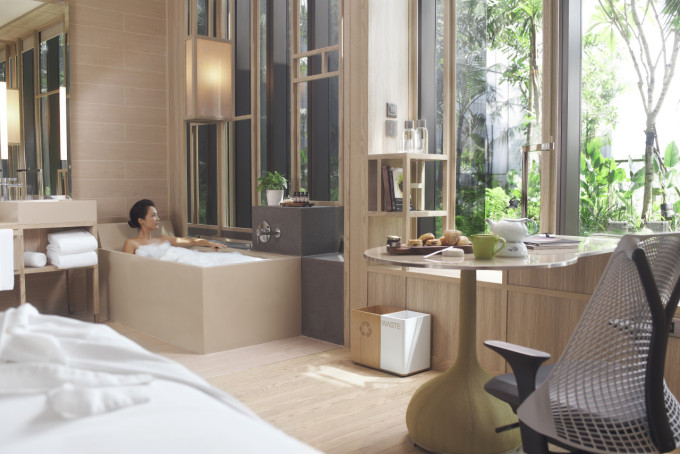 18.  PARKROYAL on Pickering Rooms_Deluxe_Lady