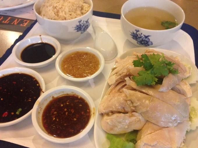 バンコクの老舗ホテルで楽しむ庶民の味カオマンガイ