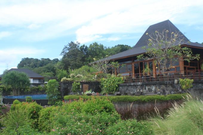 ジョグジャカルタの遺跡を望む絶景レストラン