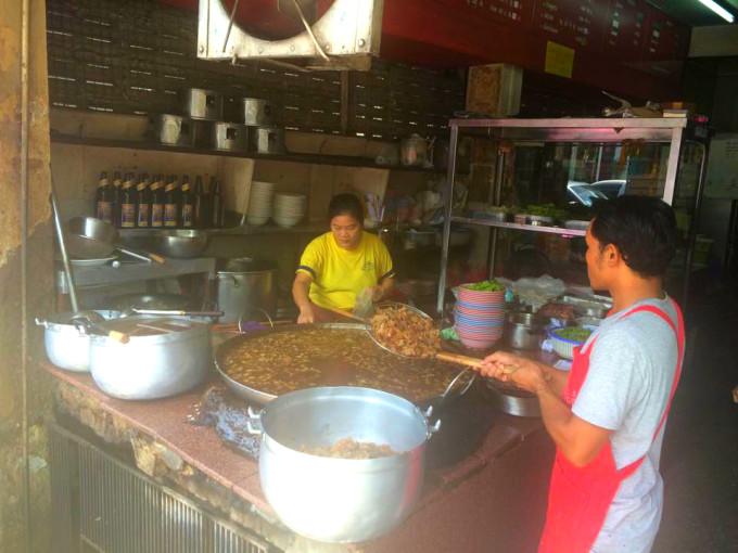 バンコクで創業50年以上の老舗!牛煮込みの有名店