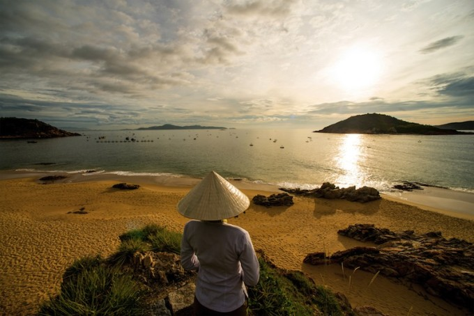 59917144-H1-Quy_Nhon_Beach_at_sunrise (2)
