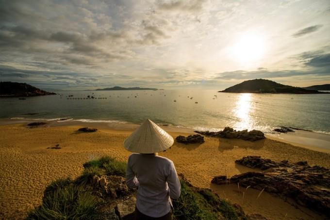 59917144-H1-Quy_Nhon_Beach_at_sunrise (2)