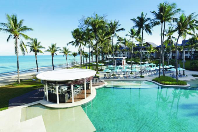 Hi_TLR_65615536_outrigger-laguna-phuket-beach-resort-exterior-pool-edgewater2_