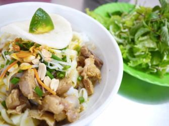 ベトナム・ダナンのご当地料理、汁なし和え麺「ミークワン」