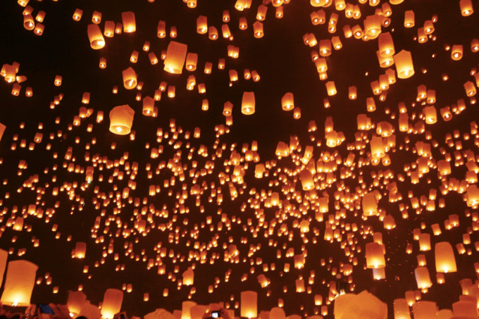 世界中から注目されるタイのお祭り「チェンマイ ロイクラトン」