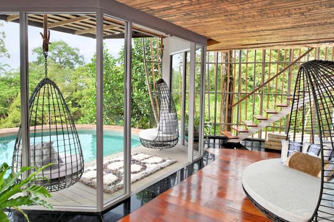 Tree-Pool-House-Lounge-Stairs_Fotor