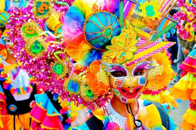笑顔はじける仮面の祭り!フィリピン「マスカラ・フェスティバル」