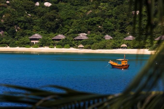 Beach_Villas_from_distance_[5565-MEDIUM]