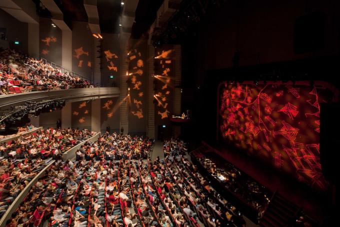 Sands Theater-ゥTIMOTHY HURSLEY