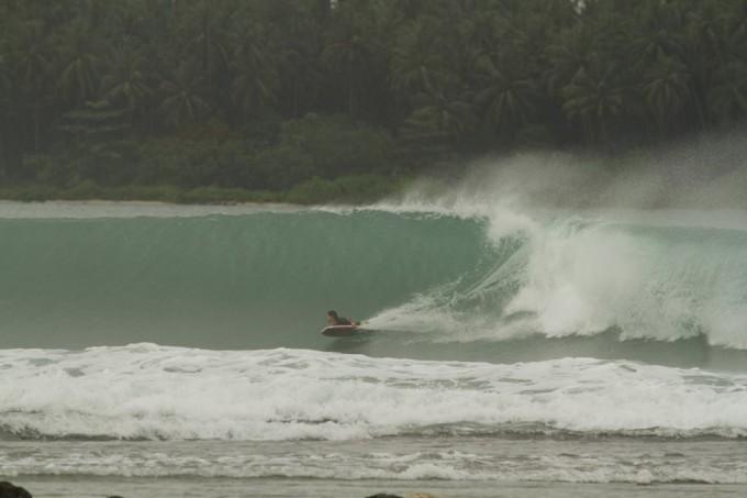 チューブの波にチャレンジ!インドネシアで最も簡単に入れるポイント