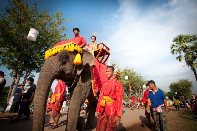 Procession of Loi Krathong and Candle Festival in The Sukhothai Historical Park at Sukhothai *** Local Caption *** ขบวนแห่ ประเพณีลอยกระทงเผาเทียนเล่นไฟ ณ บริเวณอุทยานประวัติศาสตร์สุโขทัย จังหวัดสุโขทัย