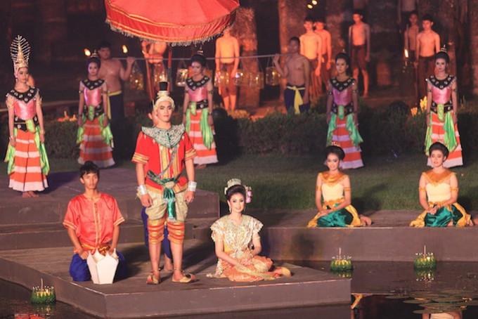 Loi Krathong and Candle Festival in The Sukhothai Historical Park, Sukhothai *** Local Caption *** งานประเพณีลอยกระทงเผาเทียนเล่นไฟ ณ บริเวณอุทยานประวัติศาสตร์สุโขทัย จังหวัดสุโขทัย