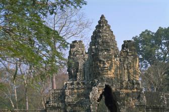 10万人の人々が暮らした古代都市遺跡「アンコール・トム」
