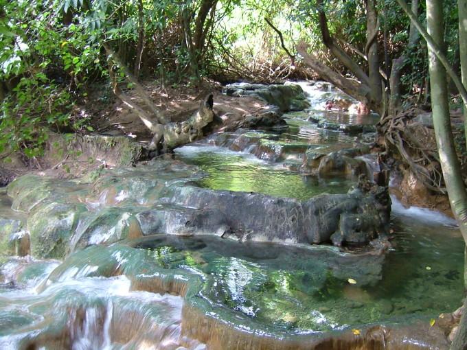 クロントム滝温泉
