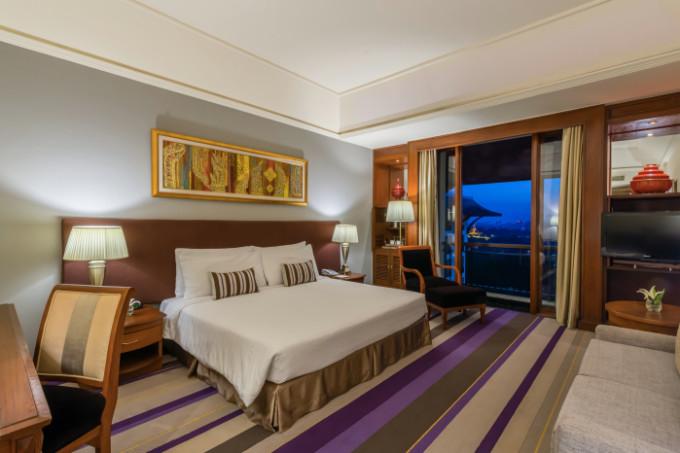 Chatrium Hotel Royal Lake, Yangon, Myanmar