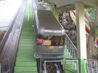 謎多き、タイ寺院の不思議な乗り物