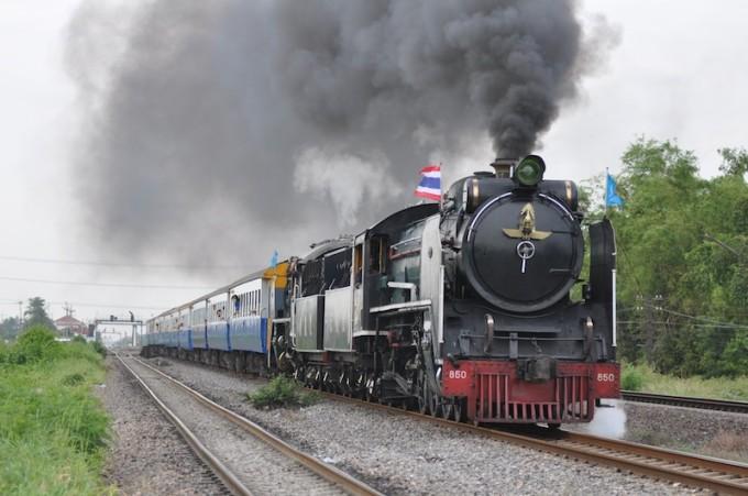 年に4回運行!バンコクを走る日本製SL列車の雄姿