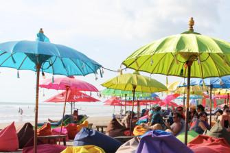 バリで人気のカラフルで陽気なビーチバー!「La Plancha Bali」