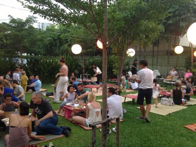 バンコクで評判のベーカリーで開催!月に1度のピクニック・パーティー