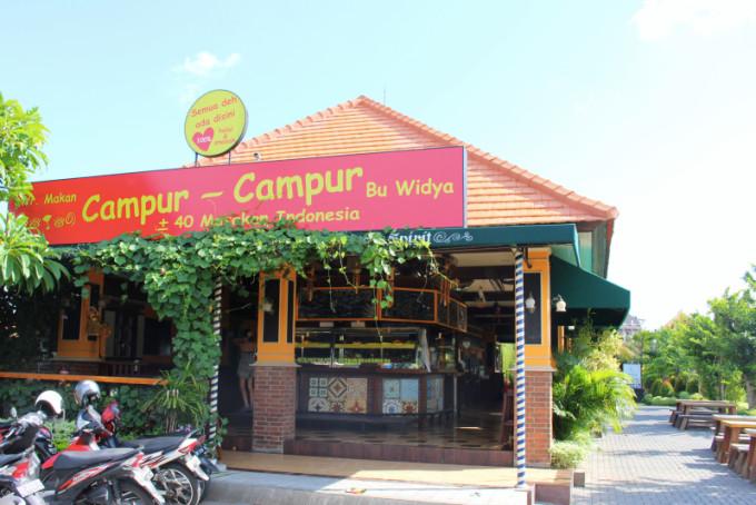 バリ島在住外国人に人気のナシチャンプル店「チャンプル・チャンプル」