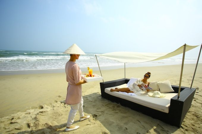 3.  Poolside daybed 7