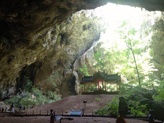 タイ・ホアヒンの神秘の宮殿「クーハーカルハット宮殿」