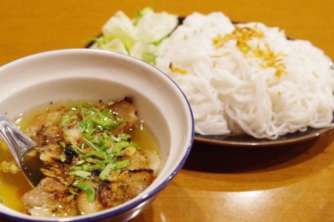(東京・高田馬場)ベトナム人留学生で賑わう本格ベトナム料理店